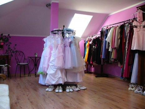 Půjčovna a prodejna svatebních a společenských šatů